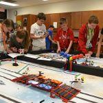 niños y niñas en proyecto robótica