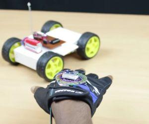 robot controlado por gestos 300x250 - Qué es Arduino, como empezar, webs, cursos y tutoriales