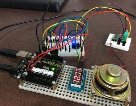 reloj dos idiomas 579x450 - Tutorial para realizar un sencillo y funcional cronometro