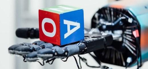 mano robotica controlada por ia