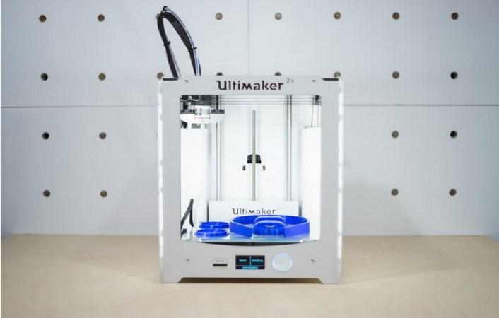 impresora 3d auriculares 706x450 - Imprime en 3D tus propios Auriculares 3D print+ DIY Kits