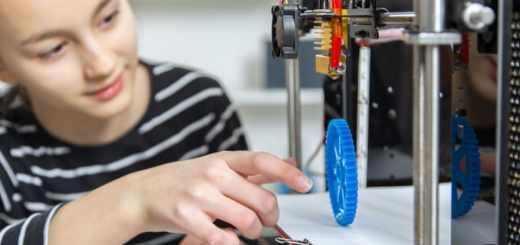 niña usando impresora 3D