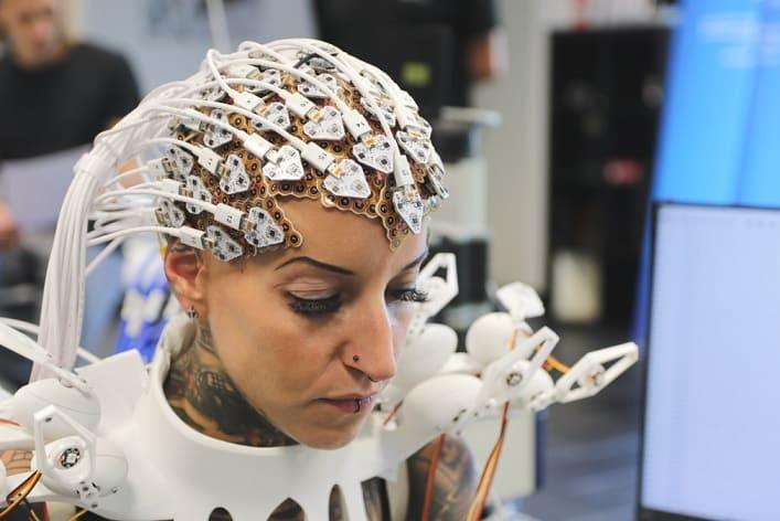 vestido robotico - Un vestido impreso en 3D que puede extraer datos del cerebro