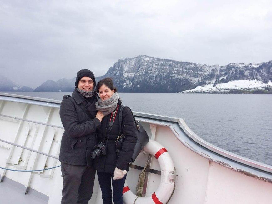 Alex y Anna en barco por el Lago de los Cuatro Cantones