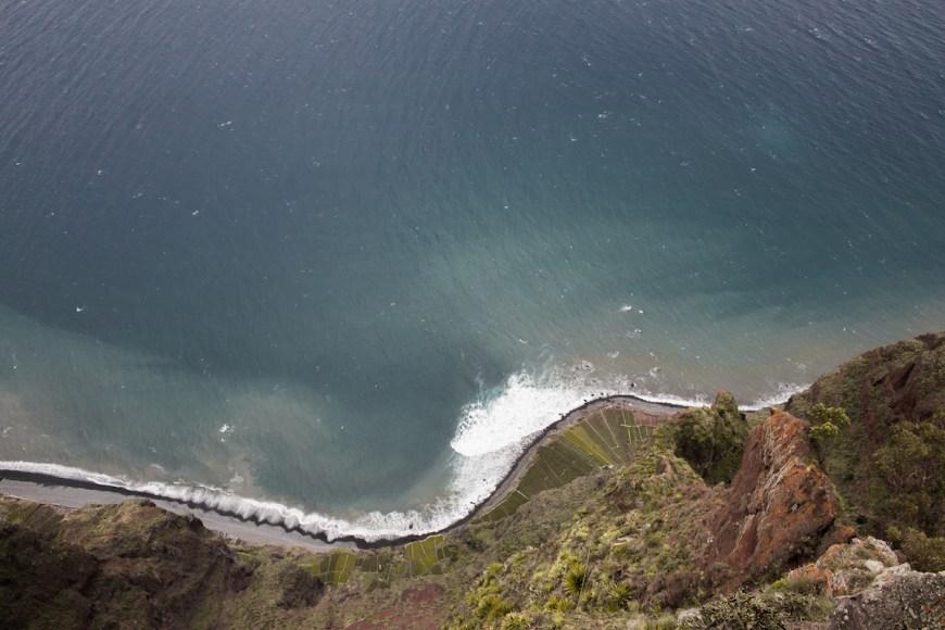 Fajãs do Rancho vistas des del mirador do Cabo Girao en Madeira.