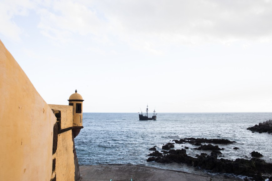Vistas des de la Fortaleza de Sao Tiago en la costa de Funchal, Madeira
