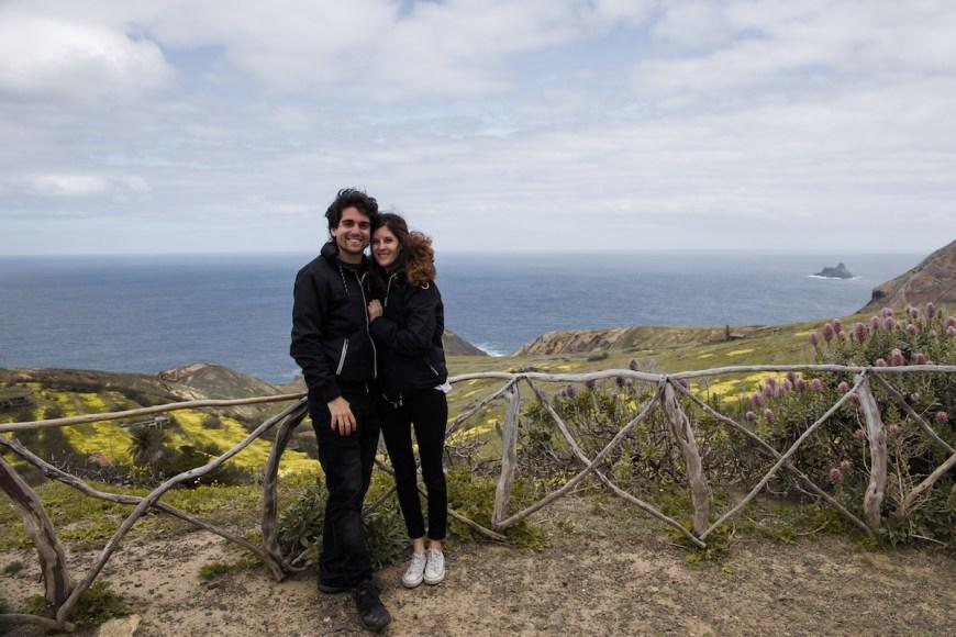 Alex y Anna en un mirador de la costa del norte de Porto Santo