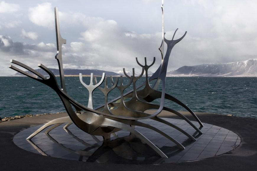 Escultura Sólfar, viajero al sol de Reykjavik, Islandia