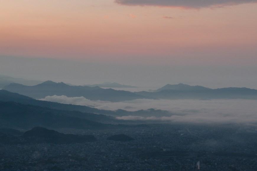 Montañas durante el amanecer en el Sarangkot, Nepal