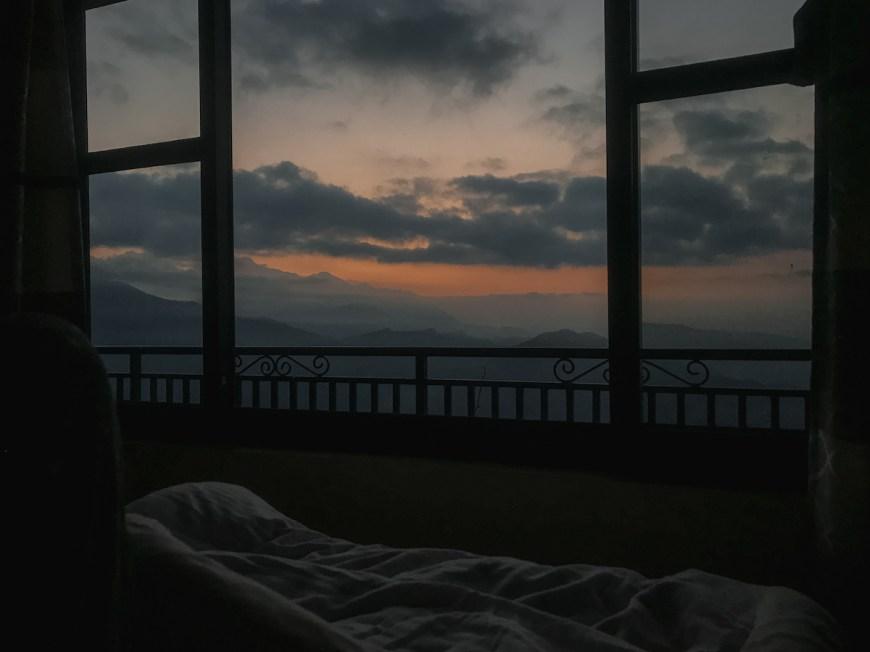 Amanecer des de la cama en el Sarangkot, Nepal