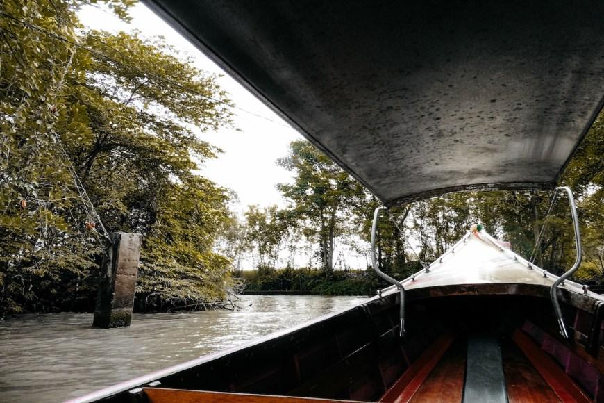 Long tail camino al mercado flotante damnoen saduak de tailandia