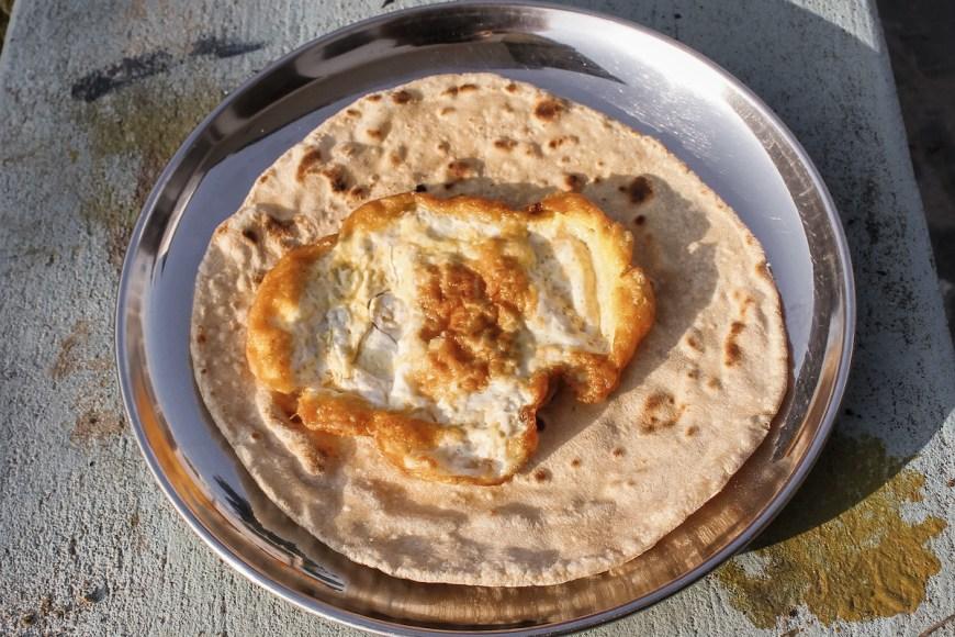 Rotti con tortilla, desayuno nepalí
