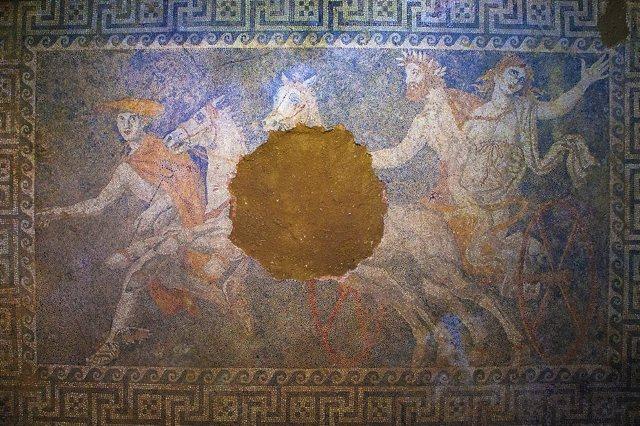 Mosaico hallado en la tumba de Anfípolis