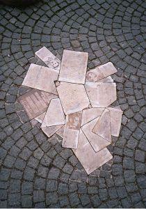 Monumento conmemorativo de la Rosa Blanca en Múnich (Wikimedia).
