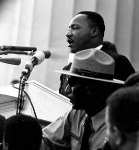 King hablando en la marcha por los Derechos Civiles en el monumento a Lincoln durante la marcha de 1963 (Wikimedia).