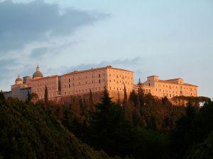Reconstrucción de la Abadía de Montecasino (Wikimedia).