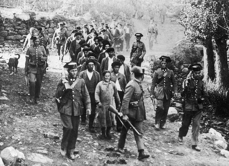 Mineros presos tras la revolución de 1934. Brañosera, Palencia (Wikimedia).