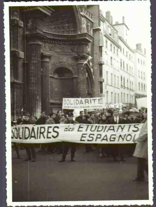 Manifestación de solidaridad con los estudiantes españoles celebrada en Lyon  en el año 1965. Fundación Francisco Largo Caballero