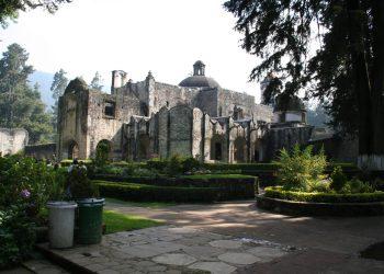 Vista del antiguo convento del Desierto de los Leones. Ciudad de México (Wikimedia).