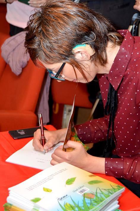 Alice no lançamento do livro em Lisboa, em 17/10/15.
