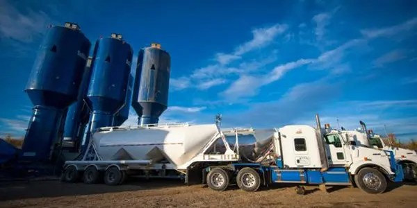 fracking-site-and-equipment image