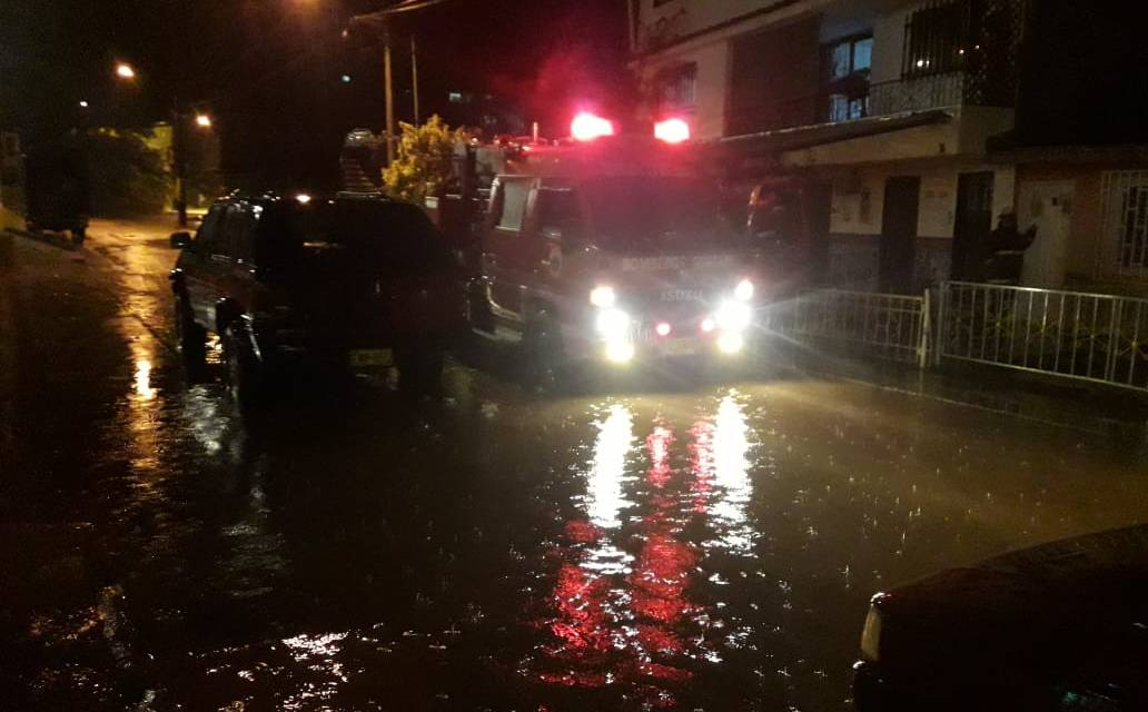 Las fuertes lluvias han generado inundaciones en algunas residencias y locales comerciales