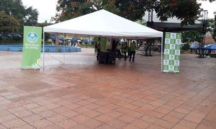 Feria de servicios financieros en el Parque Principal