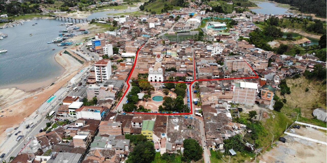 Comunidad opina de la decisión de peatonalizar la zona céntrica de Guatapé.