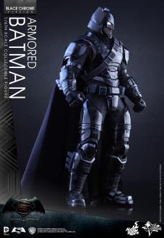 Hot-Toys-BvS-Black-Chrome-Armored-Batman-002