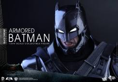 Hot-Toys-BvS-Black-Chrome-Armored-Batman-008