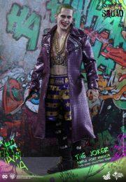 hot-toys-suicide-squad-the-joker-purple-coat-version-collectible-figure_pr10-600x867