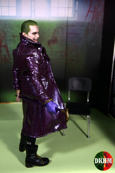 Hot Toys Joker Purple Coat (25)