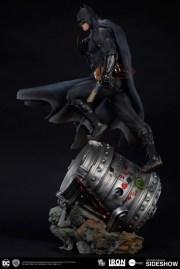 dc-comics-batman-one-third-scale-statue-iron-studios-903039-06
