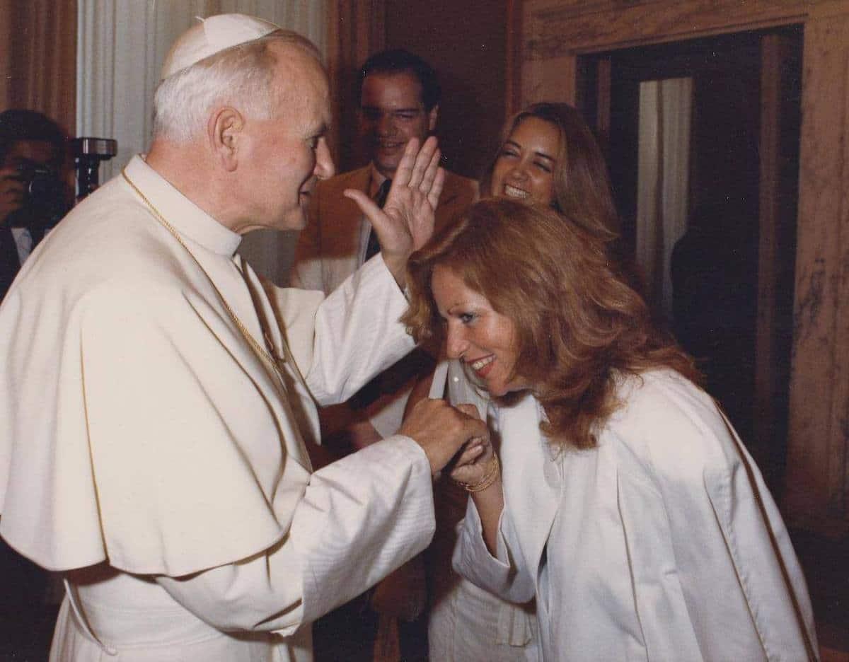 Juan Pablo II con Valentina Alazraki