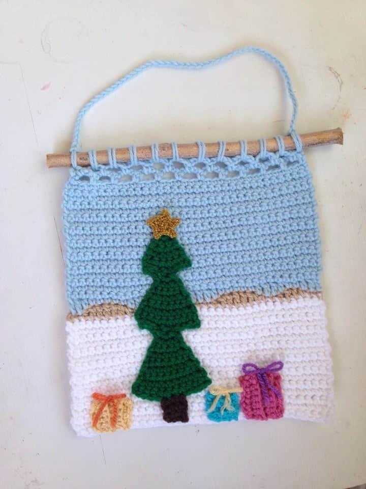 Christmas crochet wall hanging pattern