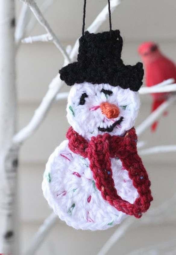 Crochet snowman ornament—a free pattern! An easy crochet Christmas ornament pattern!