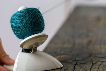 Royal ball winder - alternatives + how to use yarn winders!
