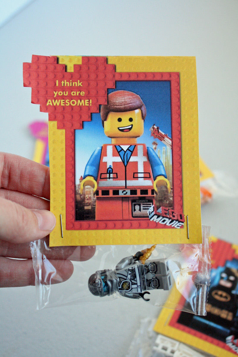 These LEGO movie valentines are so fun and easy to make. Plus they feature LEGO Batman, perfect with the new movie this year!