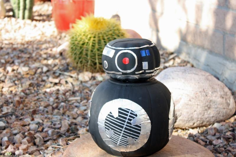 BB-8's dark side counterpart, BB-9E Pumpkin