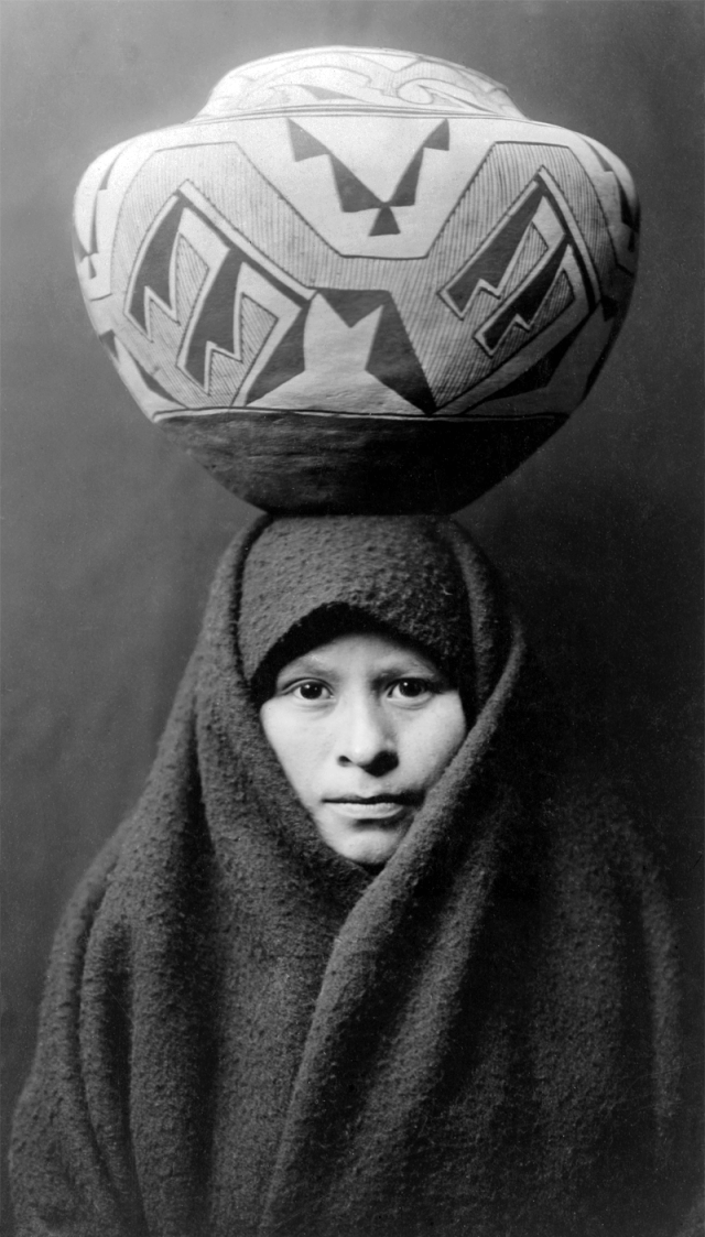 Zuni-girl-with-jar2ECurtis1925LOC