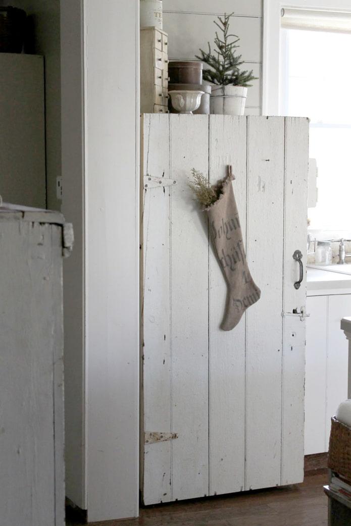 Дверь на холодильнике