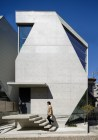 Atelier tekuto's exposed concrete home