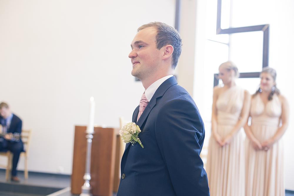 krist.in design bryllupsfoto bryllup brud fotograf rogaland karmøy vedavågen kirke åkrasand bryllupsbilder strand