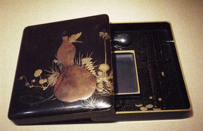 Writing Box with Design of Gourd and Butterfly by Shibata Zeshin (柴田是真), Photo by  Peter Roan