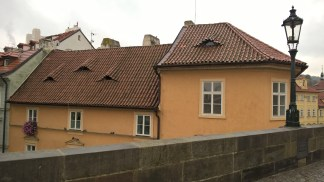 Roof with slanty windows