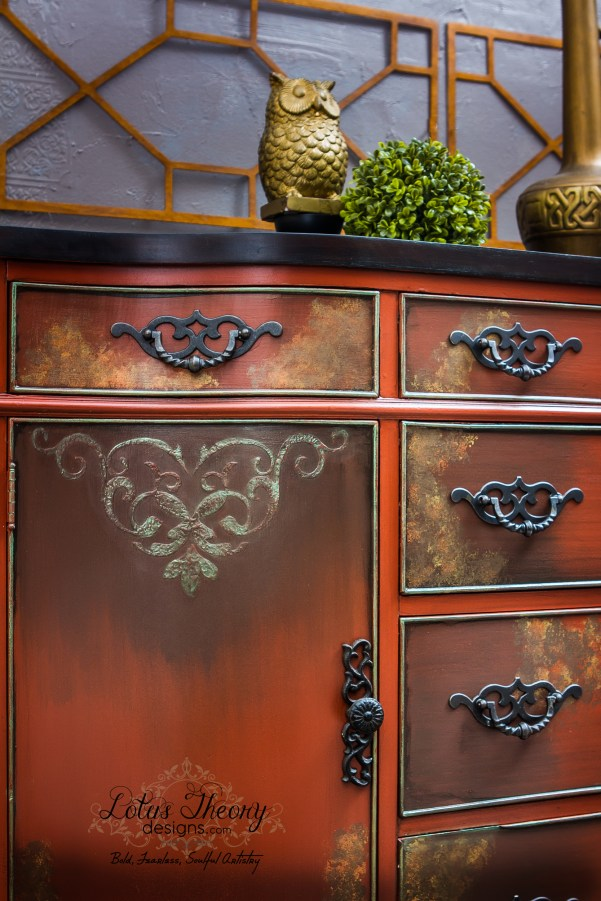 See how to accent your furniture with metallic paint using Velvet Finishes. Highlight, paint, and accent with metallics in silver, gold, or pearl using VF!