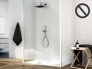 Un esempio di piatto doccia inferiore ai 180 cm e quindi poco funzionale se utilizzato con un solo vetro