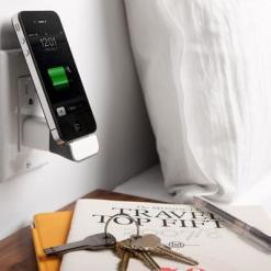 Bluelounge MiniDock 30 pin - Laddar din iPhone/iPod direkt i vägguttaget.