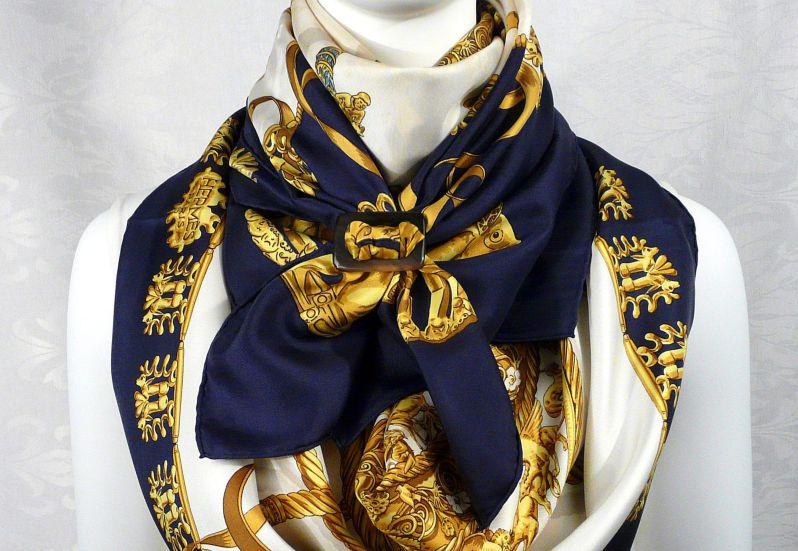 kolik stojí hermes šátek