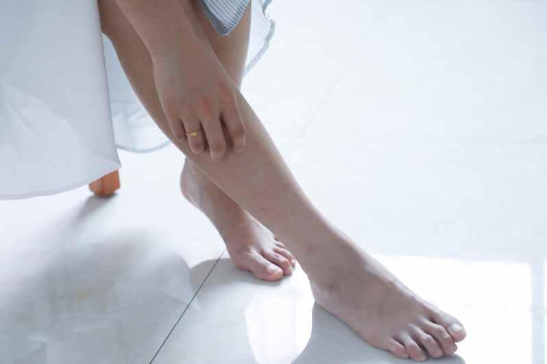 woman touching her right leg